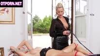 Вибратор ублажает блондинку любящие BDSM 1