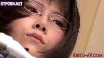 Одногруппник трахает милую азиатку в классе 1